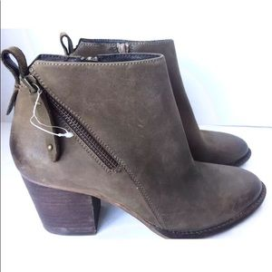Blondo Nivada Waterproof Ankle Boot Taupe 8.5